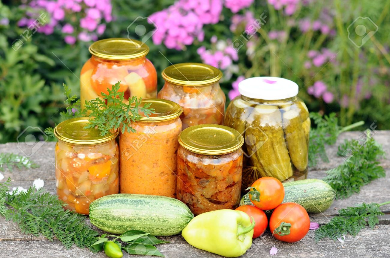 Home canning, canned vegetables - 15091471
