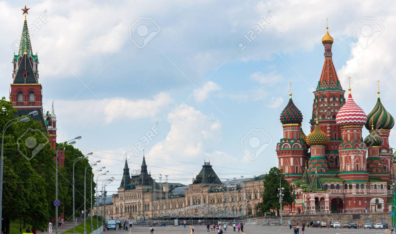St. Basil's Cathedral and the Kremlin in Moscow, Russia - 22682736