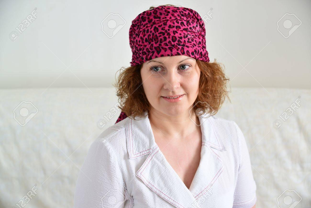 Retrato De Una Mujer Con Un Pañuelo En La Cabeza Como Un Gitano ...