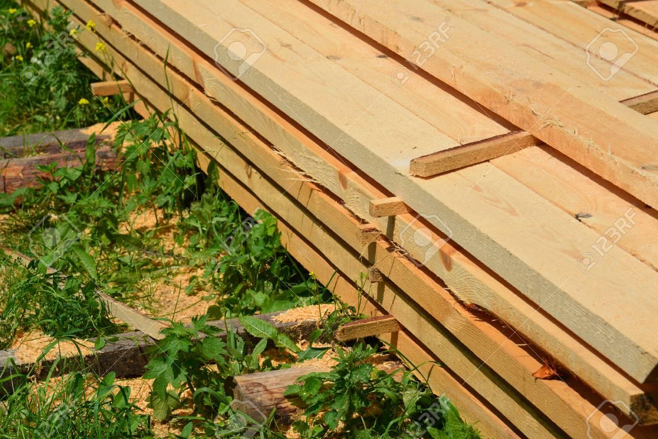 Conjunto De Madera De Pino Madera Apilada Para La Construcción De ...