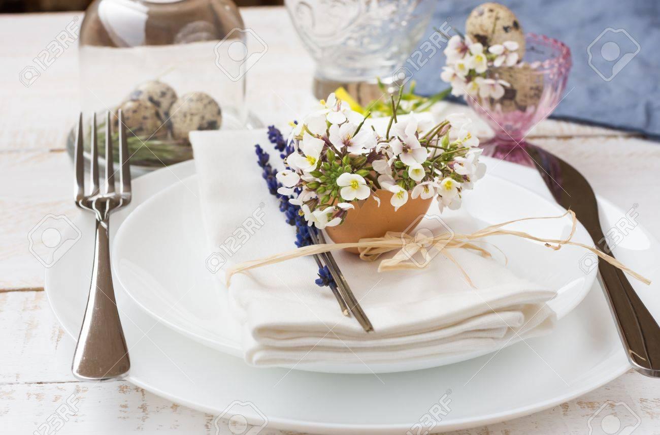 Romantisches Hochzeitsgedeck Lavendel Weisse Platten Serviette