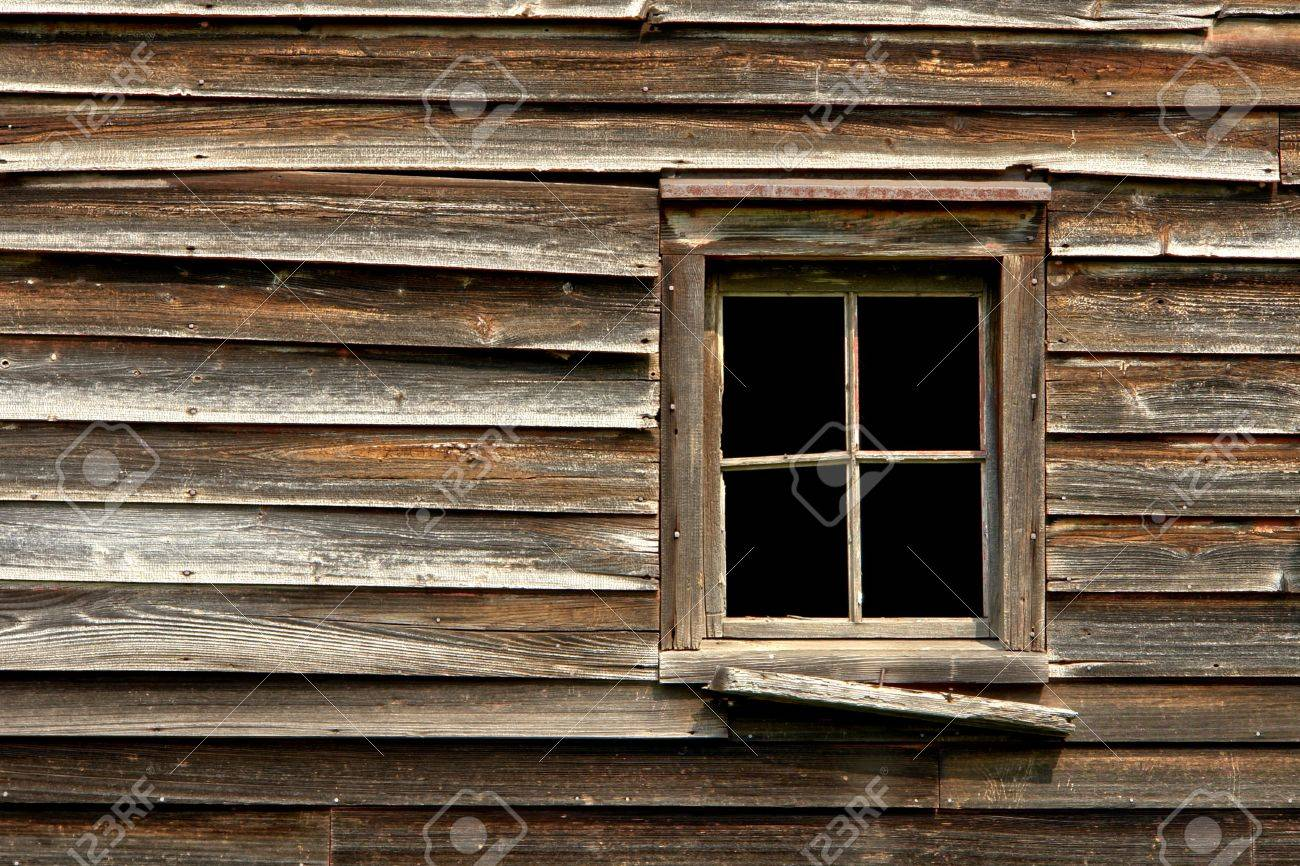 Broken window on an old abandoned wood house Stock Photo - 4950781