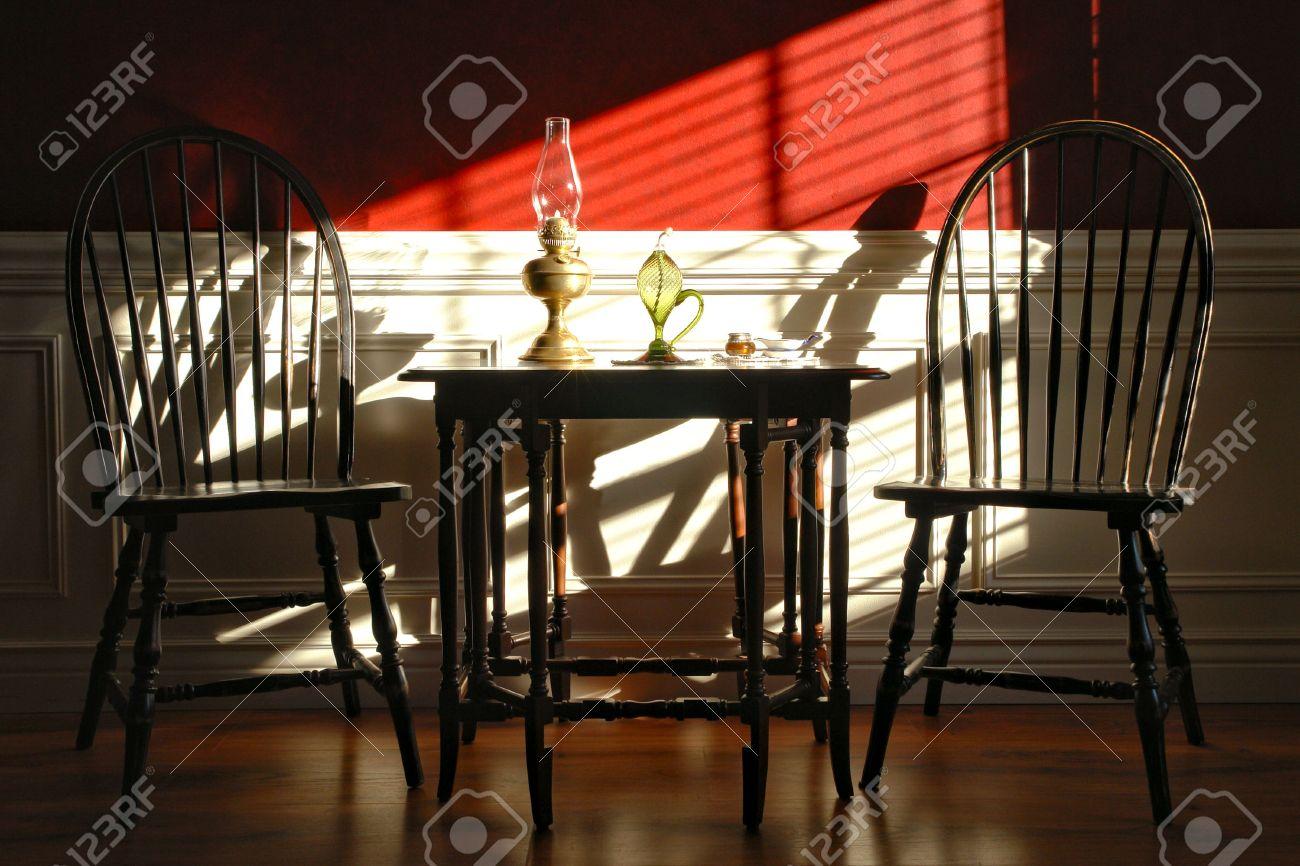 banque dimages style colonial historique maison intrieur dcor avec chaises de windsor et de table gateleg