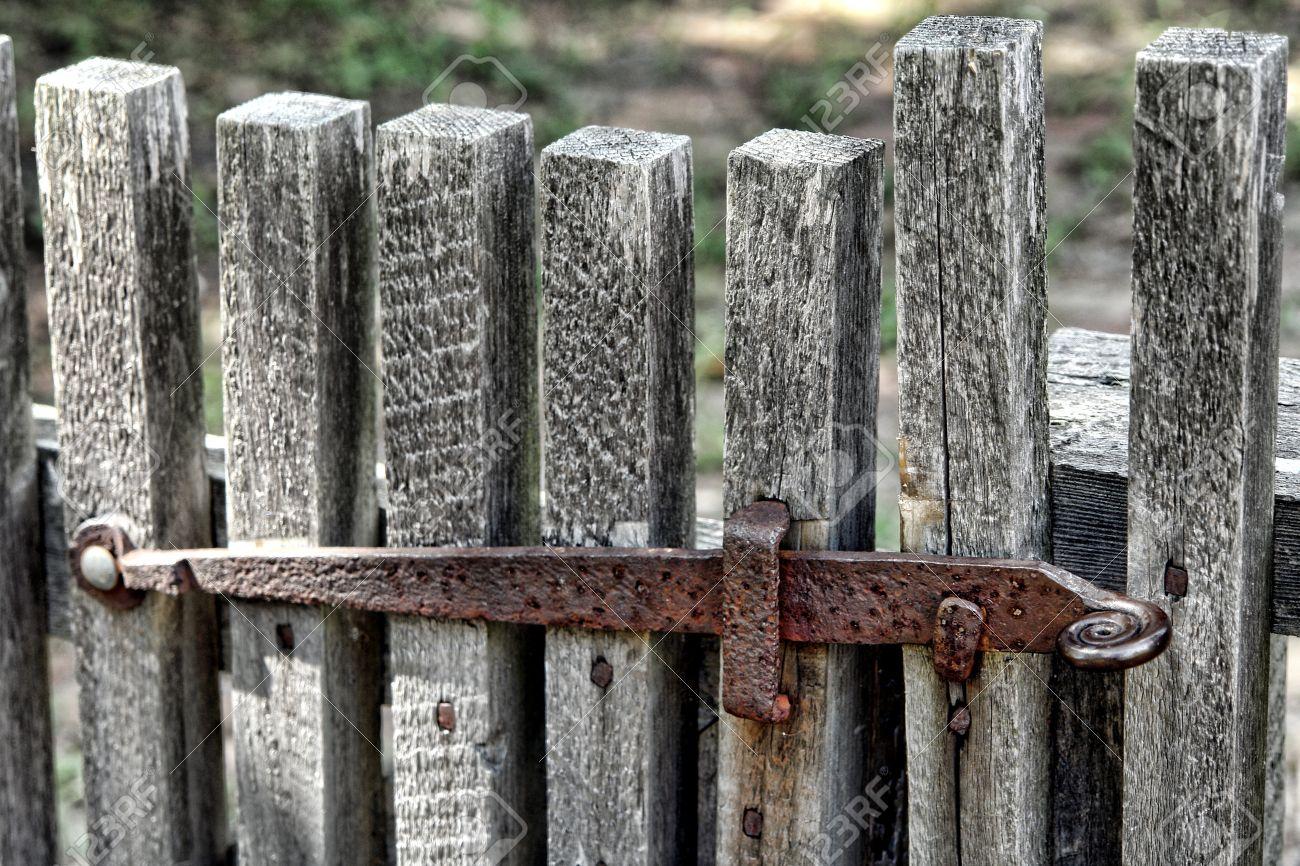 Alte Und Rostige Metall Gate Einschaltklinke Auf Einem