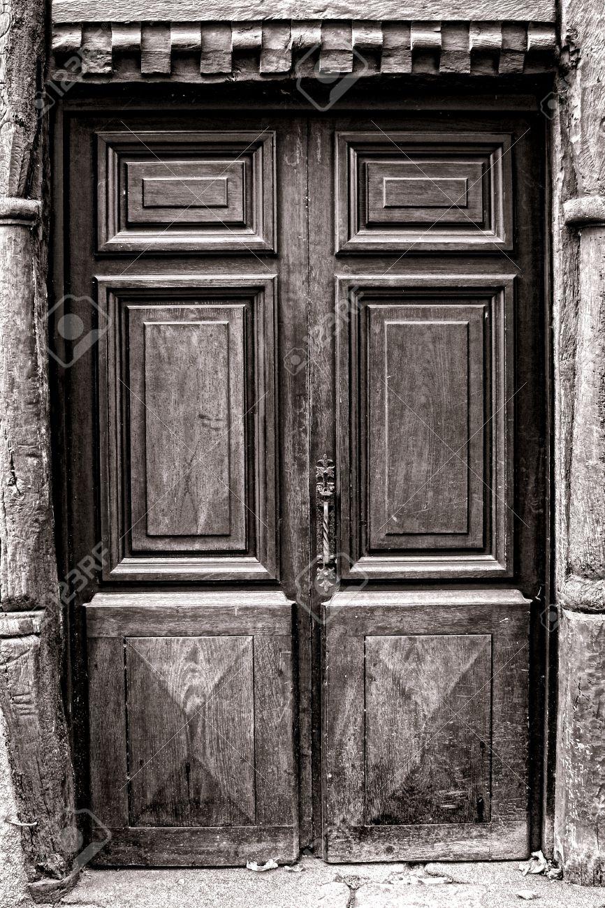 vecchio stile in legno massello porta di ingresso medievale con ... - Porta Dingresso In Legno Massello
