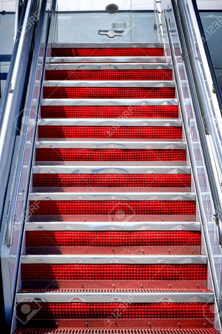 Plane Passenger Boarding Air Stairs Mobile Stairway Ramp With Red Rubber  Riser On Aluminum Steps Climbing
