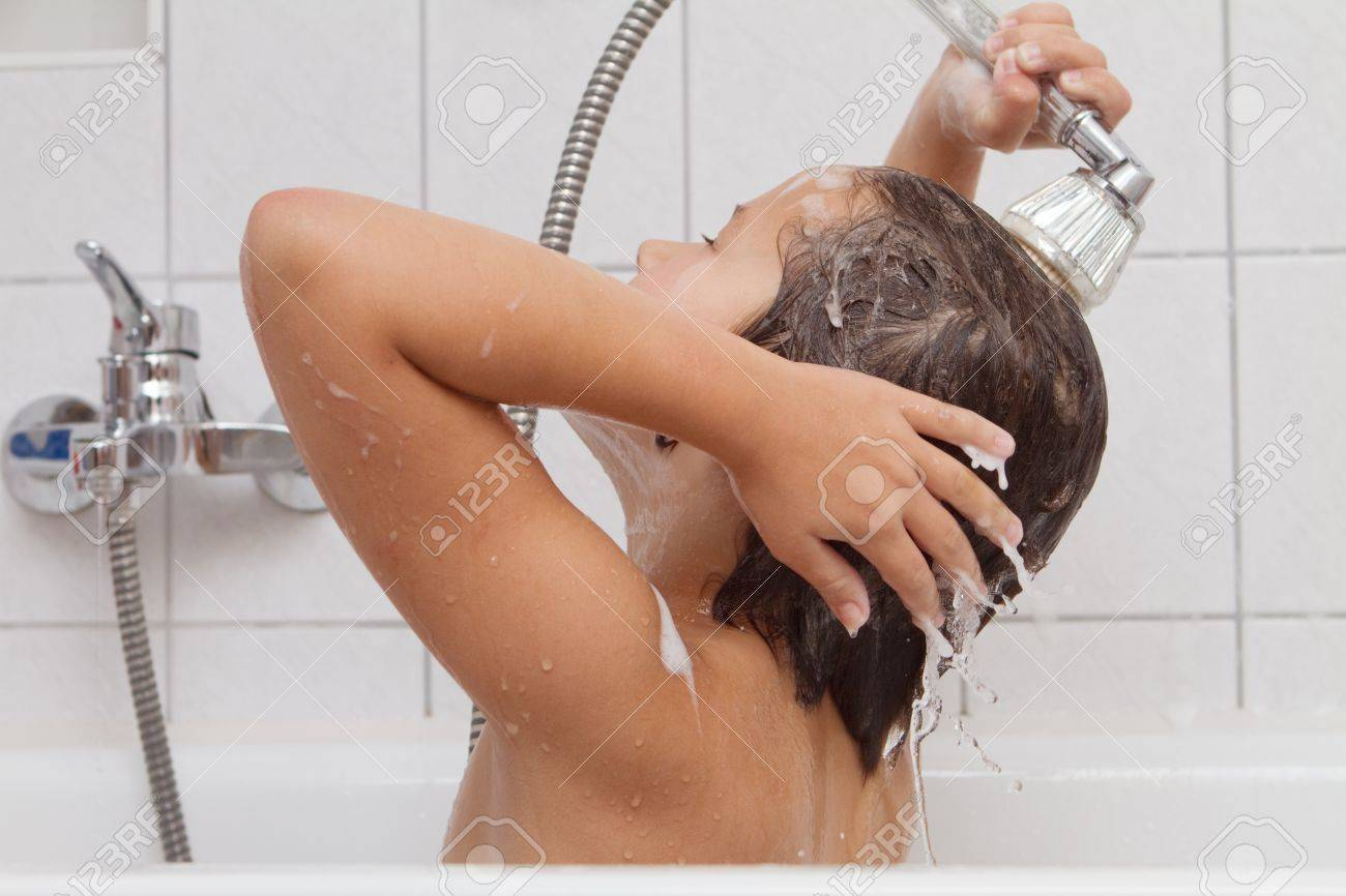 A little girl taking a bath on her own Stock Photo - 12171429