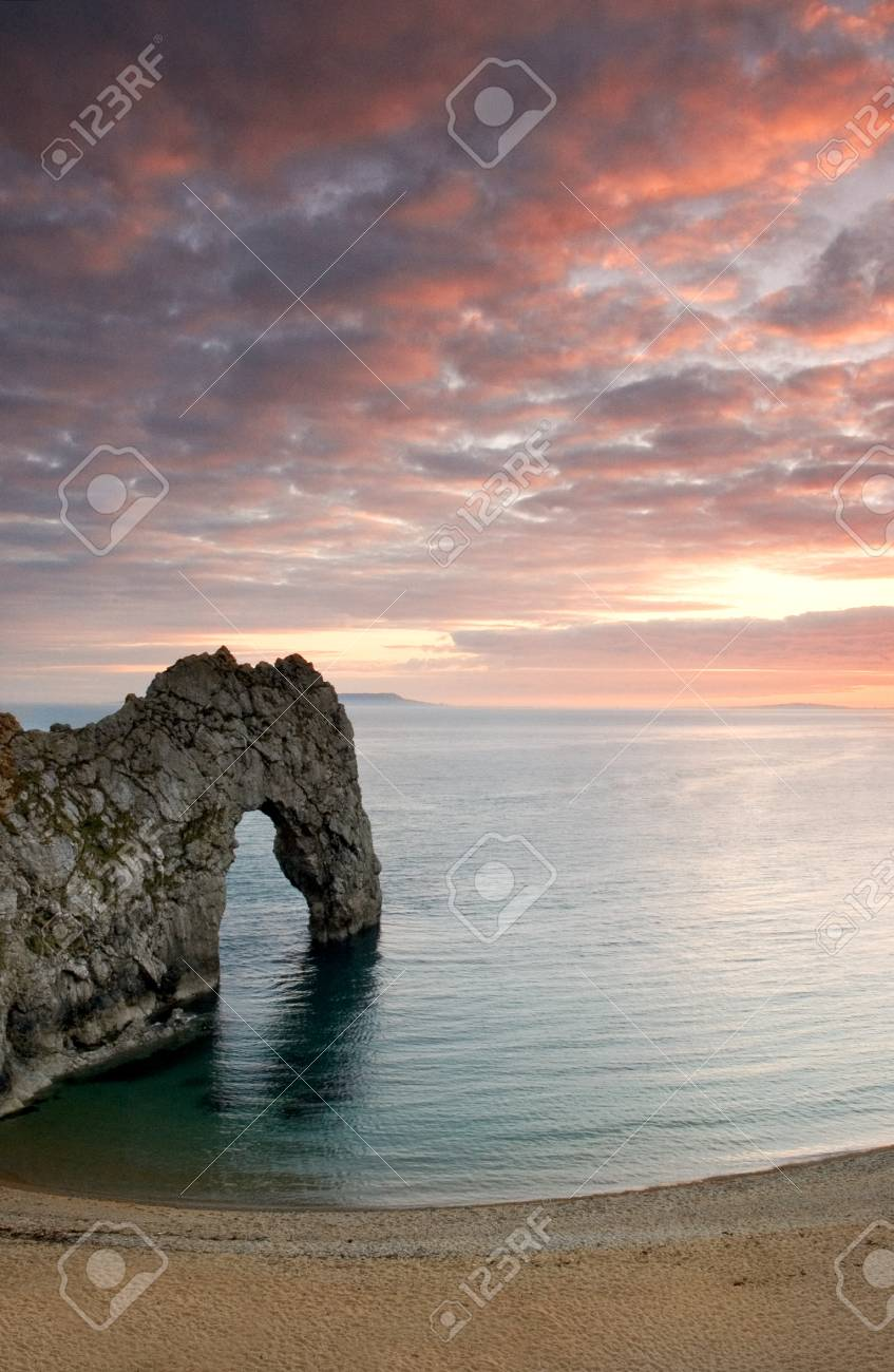 Rock archway on the coast in the English County of Dorset Stock Photo - 14038822