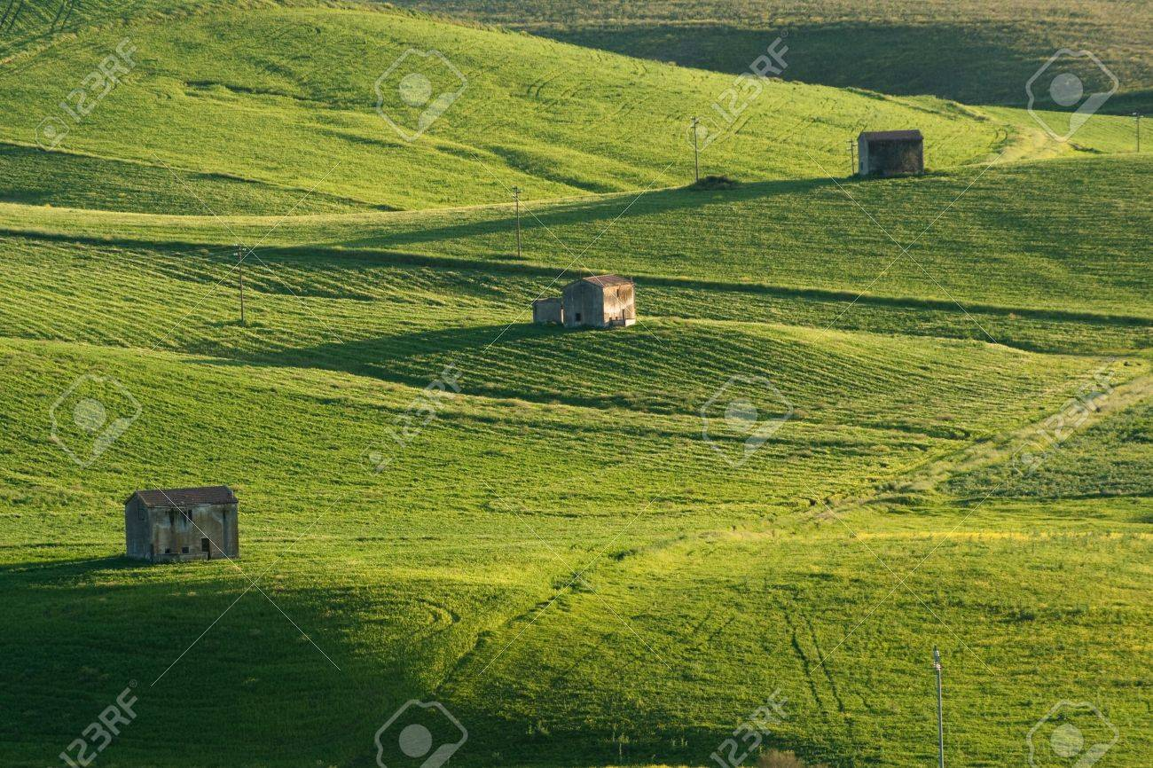 abandoned farmhouse on rolling hills to the last light of day Stock Photo - 6833776