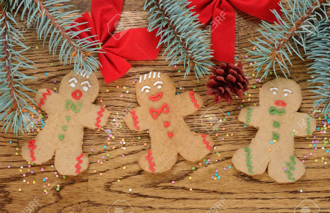 Gingerbread men on a brown background Stock Photo - 21718180