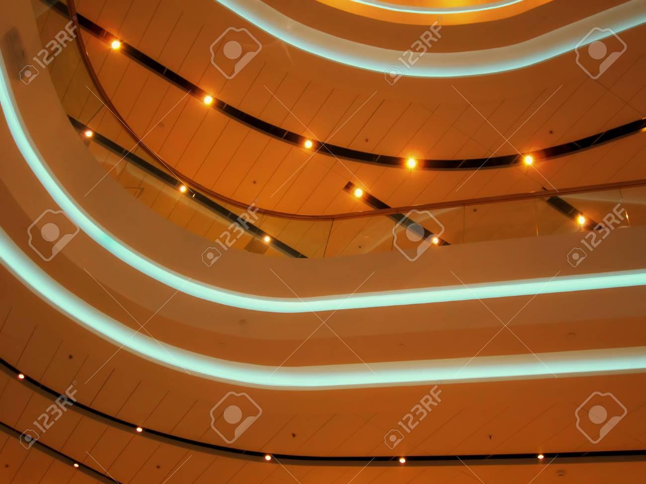 Plafoniere Con Lampadine : Lampadine sul soffitto del central department store tsum