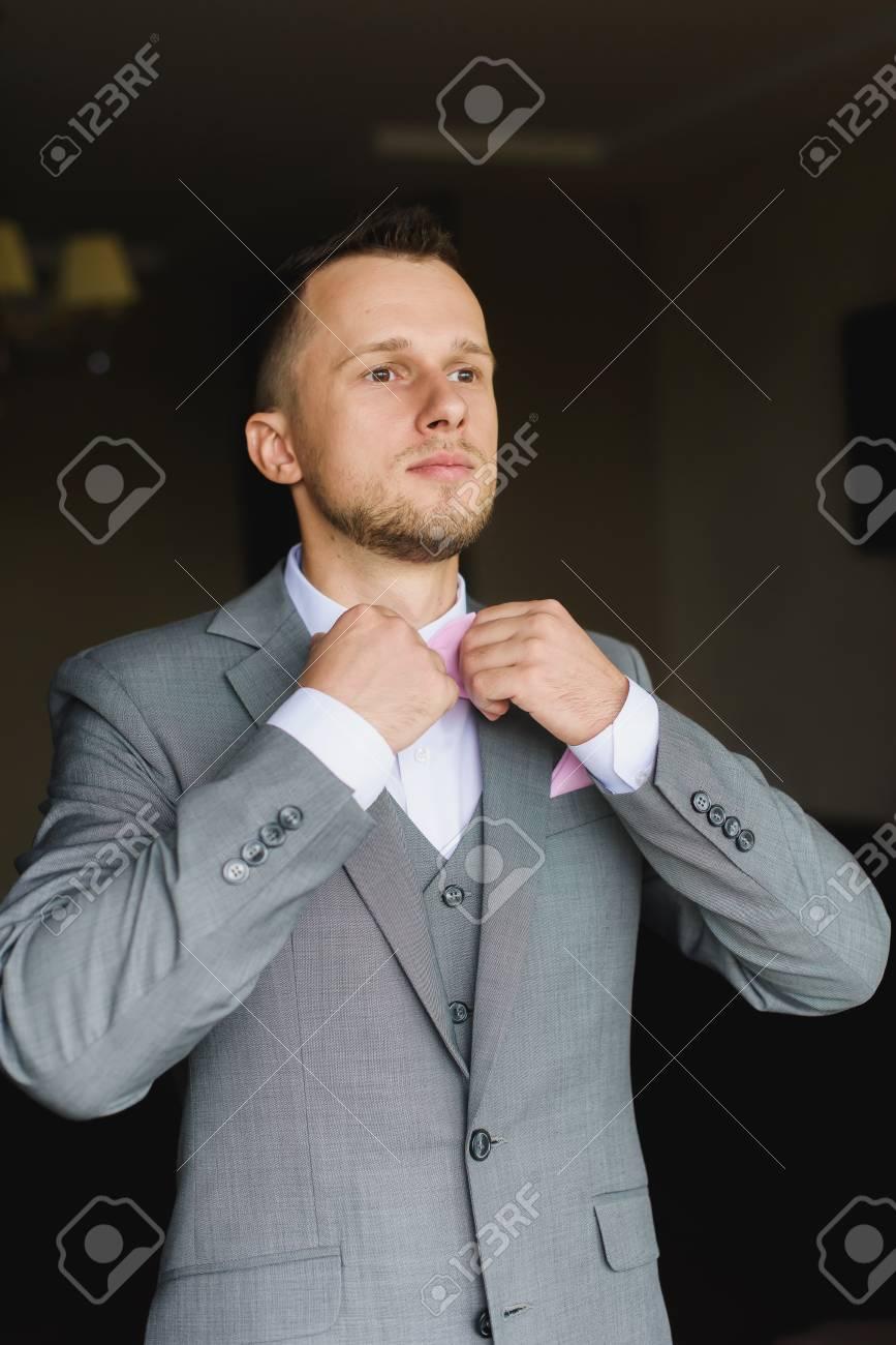 Traje gris de boda