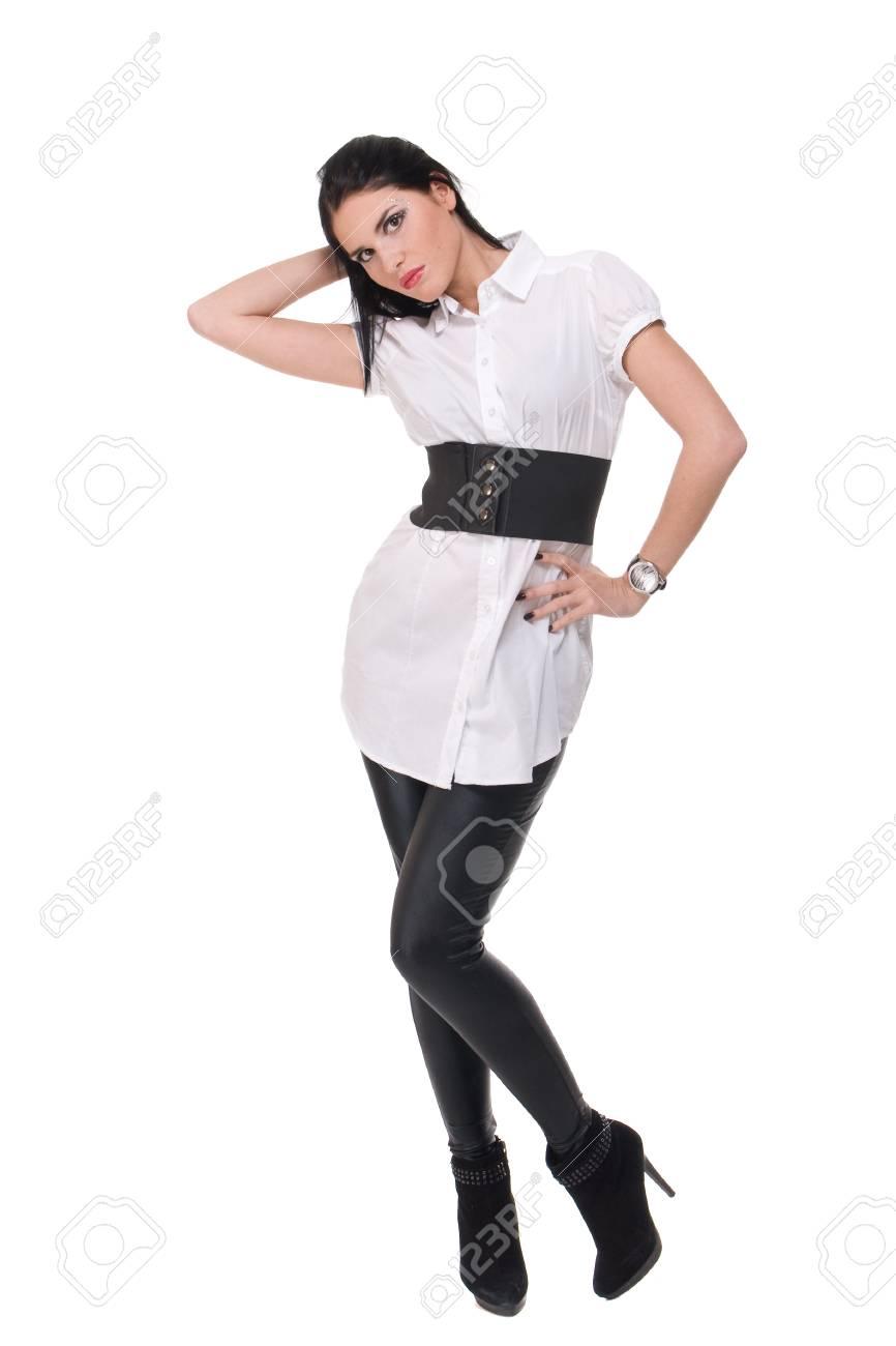0972660bf9f6 Archivio Fotografico - Ritratto di donna bella moda in abito bianco e nero  e cintura