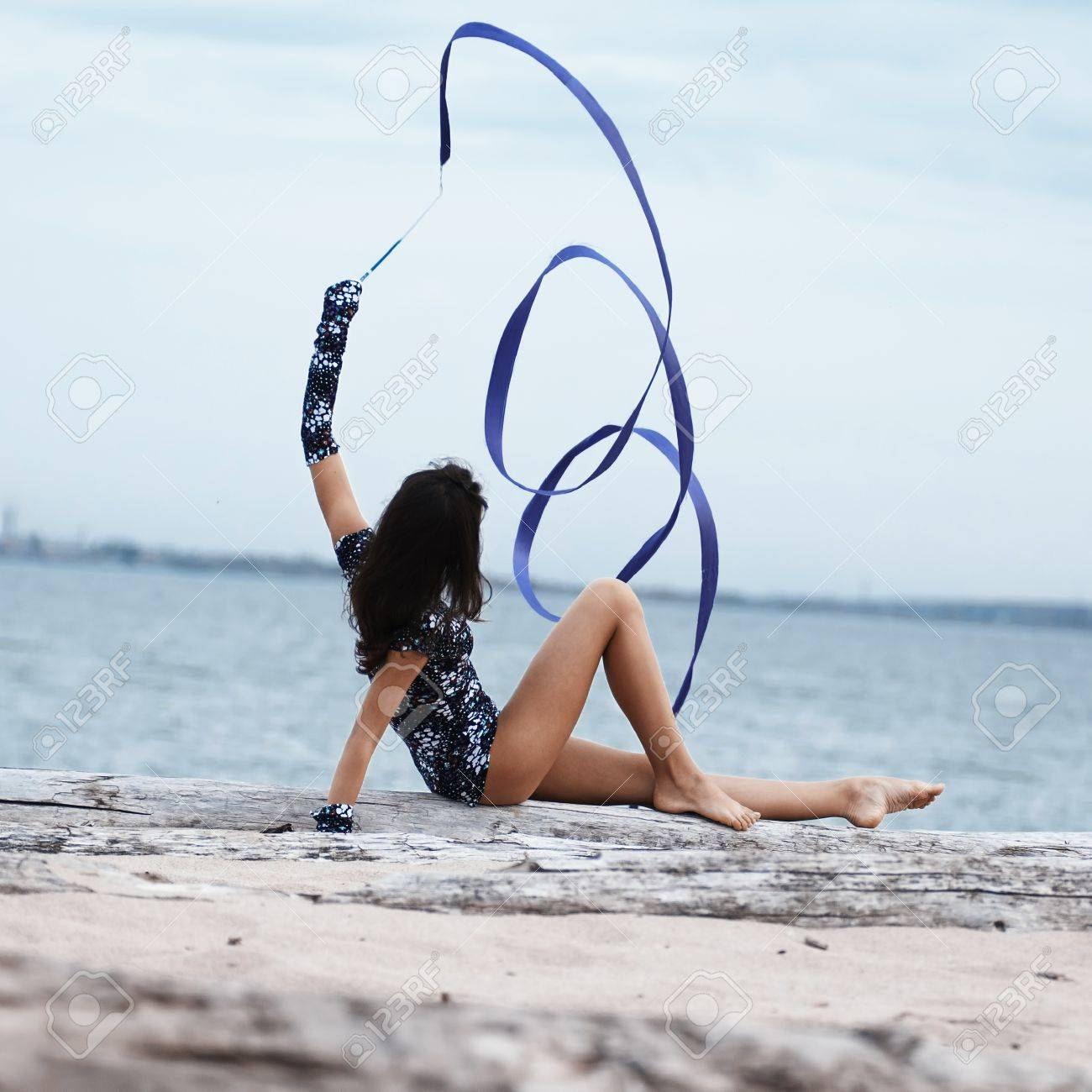 Фото девочек гимнасток на пляже 16 фотография