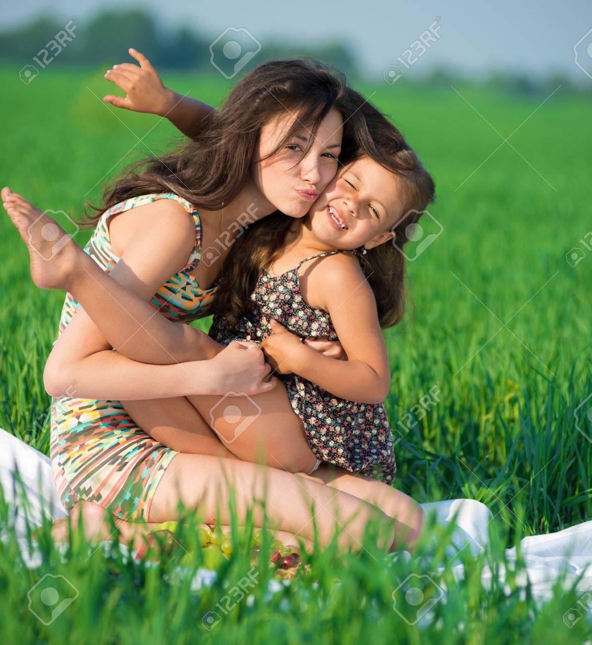 Фото мама и дочь на природе 9 фотография