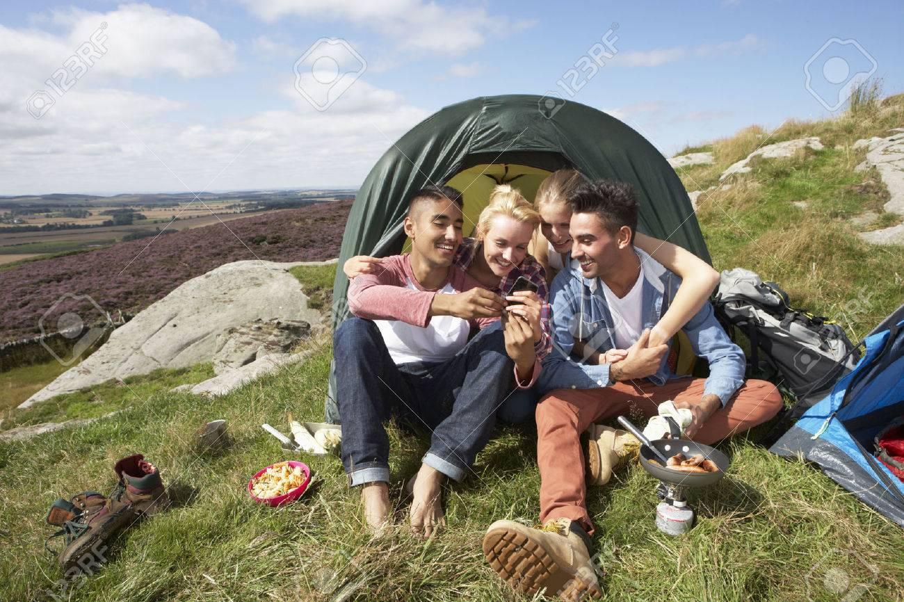 Студенты в палатке 12 фотография