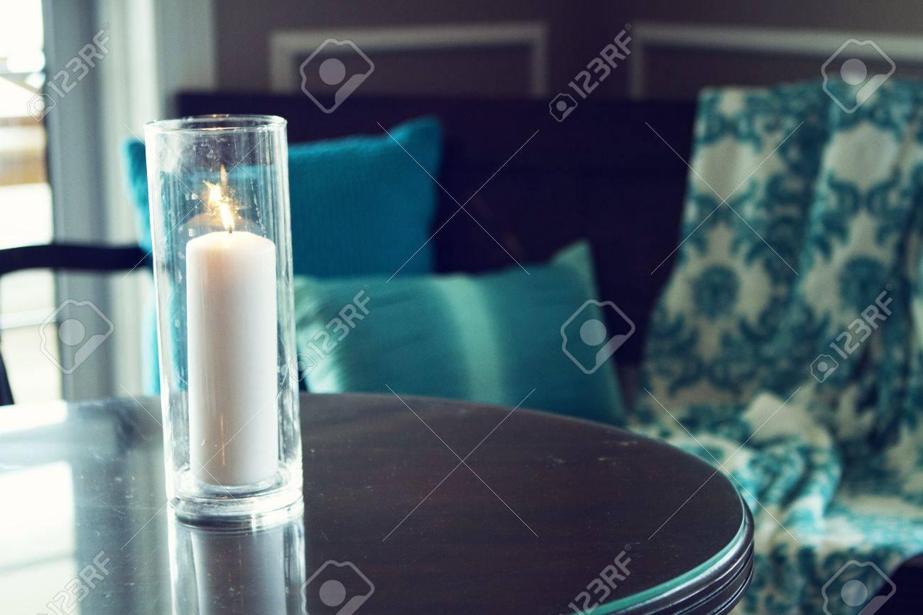 Hervorragend Rote Kerzen Auf Dem Kerzenhalter Aus Glas Lizenzfreie Fotos  BU79