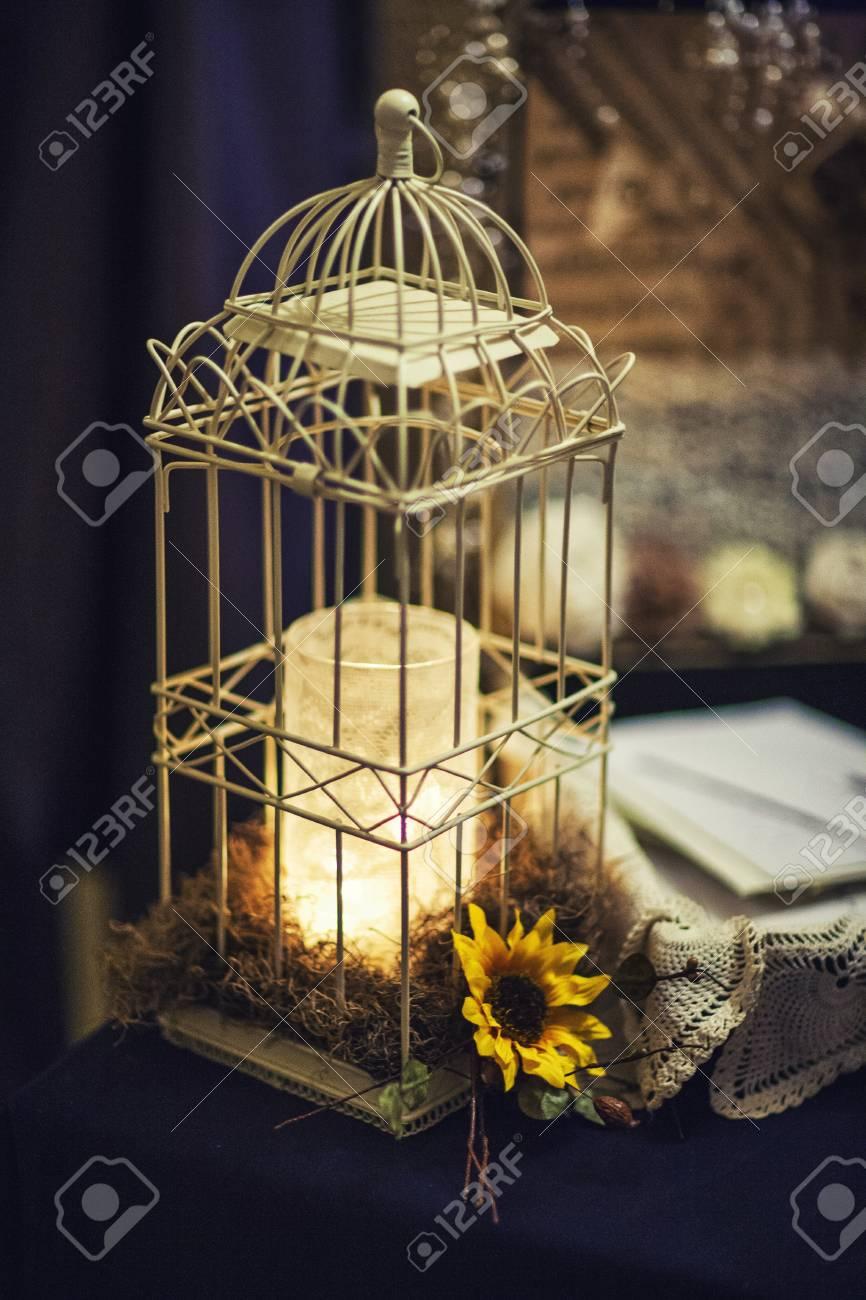 Deco De Table Bougie cage à oiseaux comme une décoration de table avec une bougie à l'intérieur  pour un mariage ou un événement