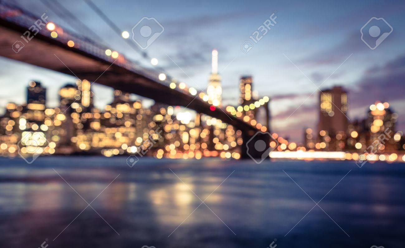 Immagini Stock - New York Città Offuscata Immagine Dal Ponte Di ...