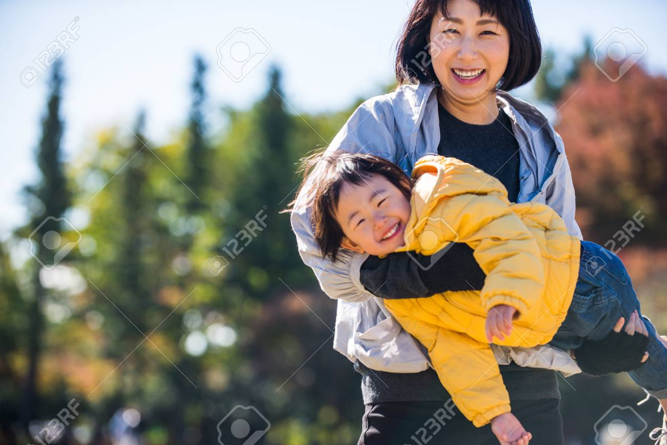 Happy and playful japanese family in a park in Tokyo - 114130198