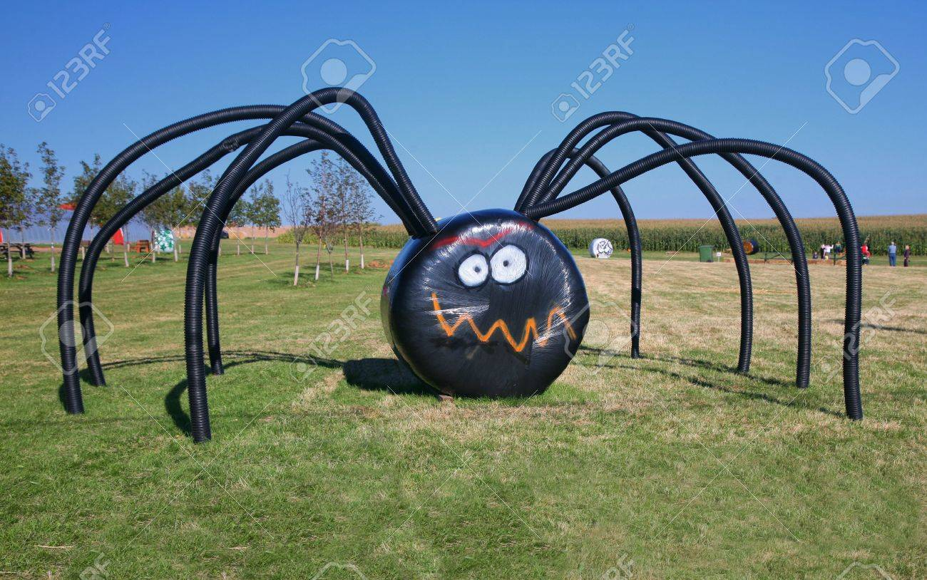 A giant Halloween spider on the farm made of covered haybales and irrigation tubing. Stock Photo - 7782983