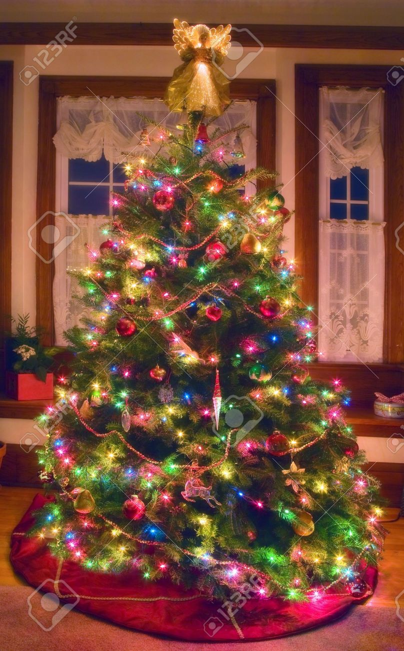 A softly glowing Christmas tree in a north American home. - 8069842