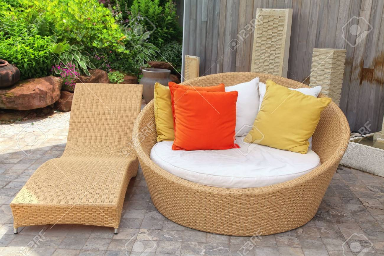 Muebles De Jard N De Mimbre Moderna En El Patio De La Casa Fotos  # Muebles De Jardin Wicker