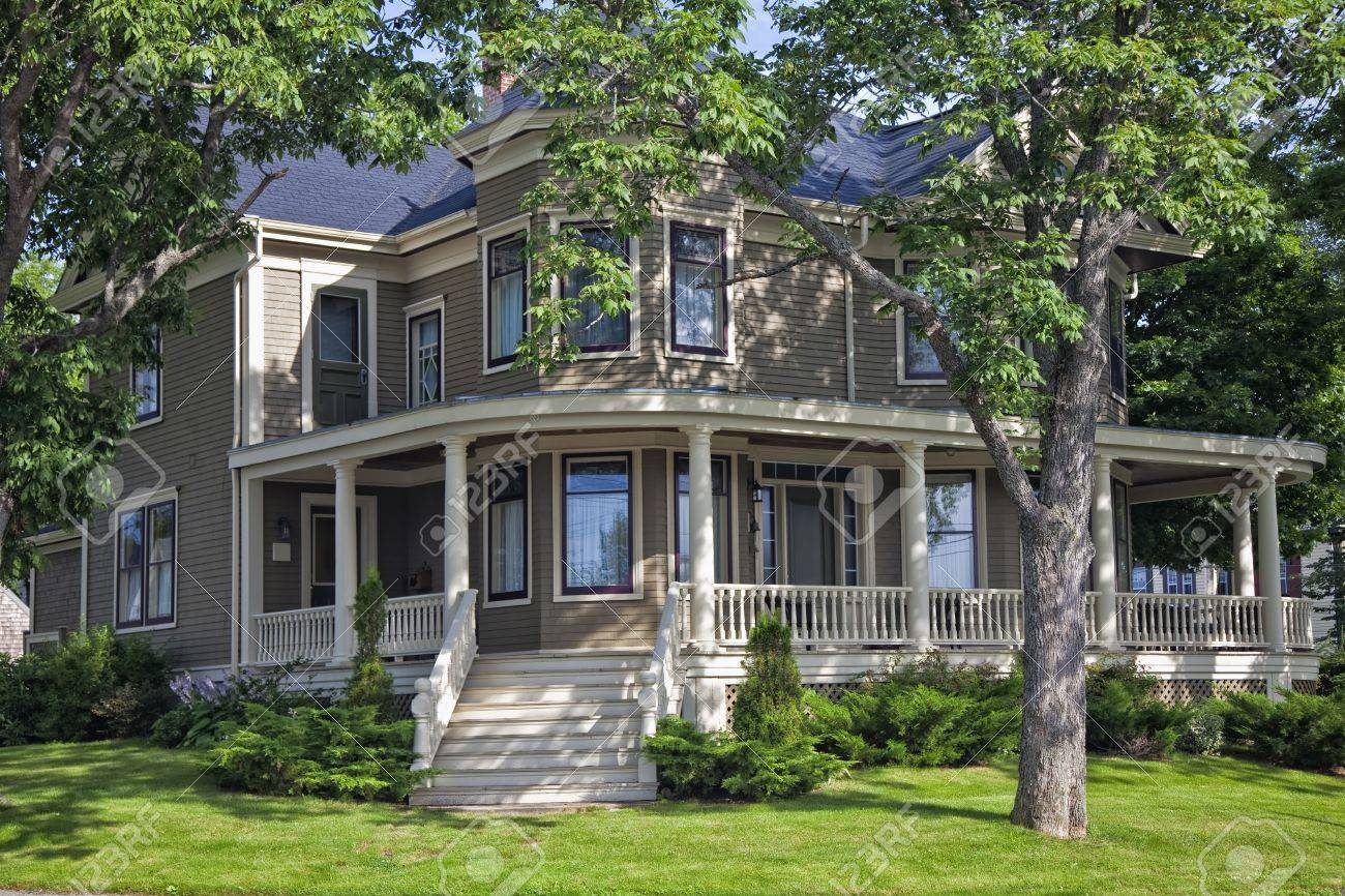Classic older north American home surrounded by shady trees Stock Photo - 13757569