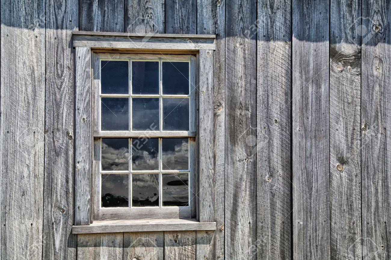 Window of an authentic wooden pioneer house Stock Photo - 15190152