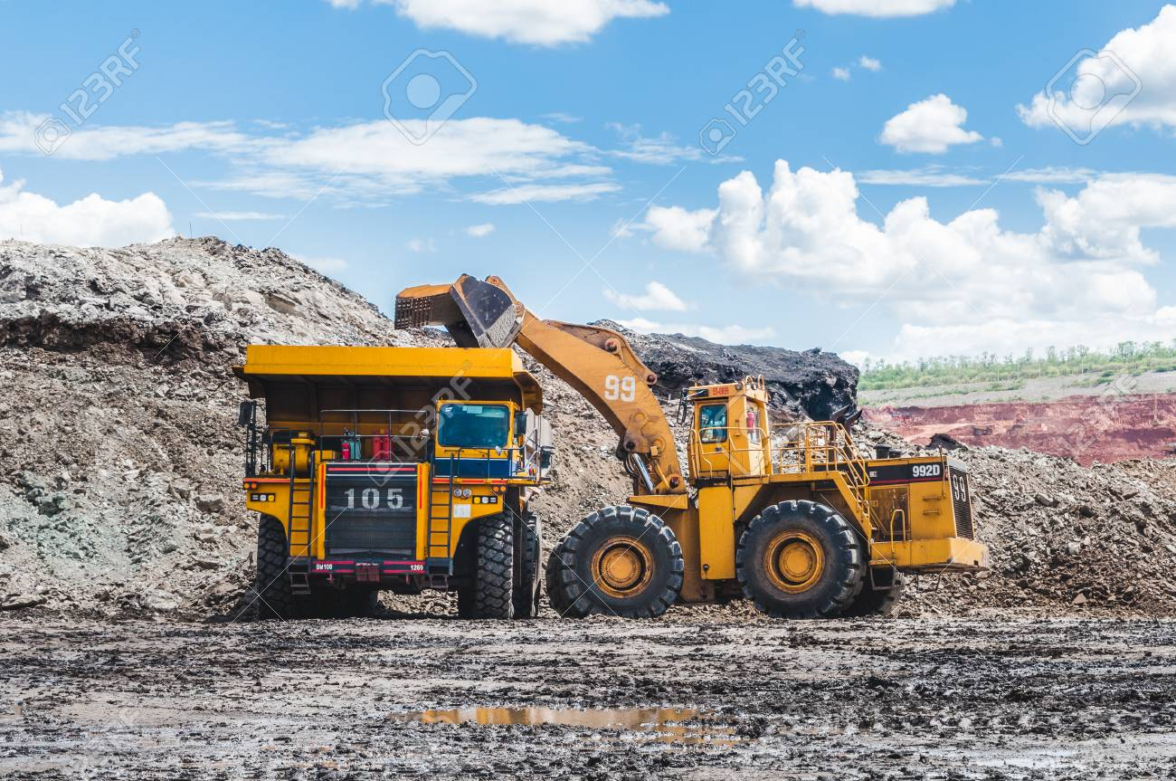 Big Dump Trucks >> Excavator Loading Of Coal Ore On The Dump Truck The Big Dump