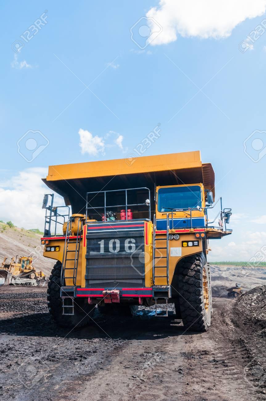 Big Dump Trucks >> Big Dump Truck Or Mining Truck Is Mining Machinery Or Mining