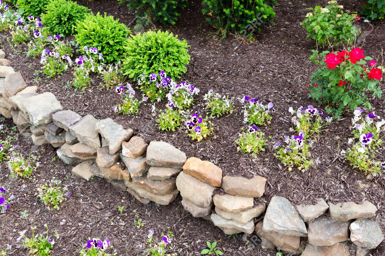 Exceptional Natural Rock Retaining Wall In A Garden With Rough Rocks And Stones  Arranged In A Curve