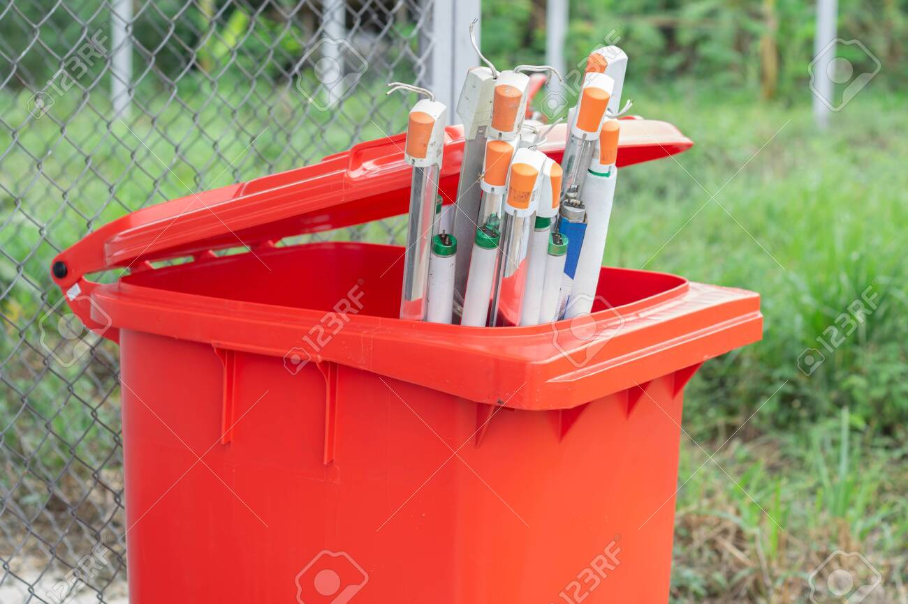The broken lamp must be thrown away in a red trash bin which is a dangerous waste bin and it will be disposed of properly. - 135518753