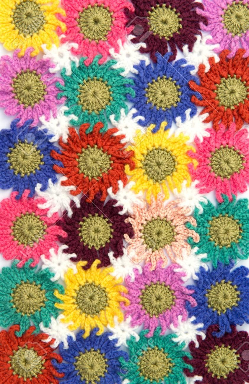 Crochet Patrón De Flores De Tela En El Fondo Blanco. Hecho En Casa ...