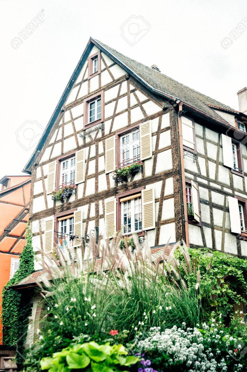 Típica De Alsacia Casa De Entramado De Madera, Estrasburgo Francia ...