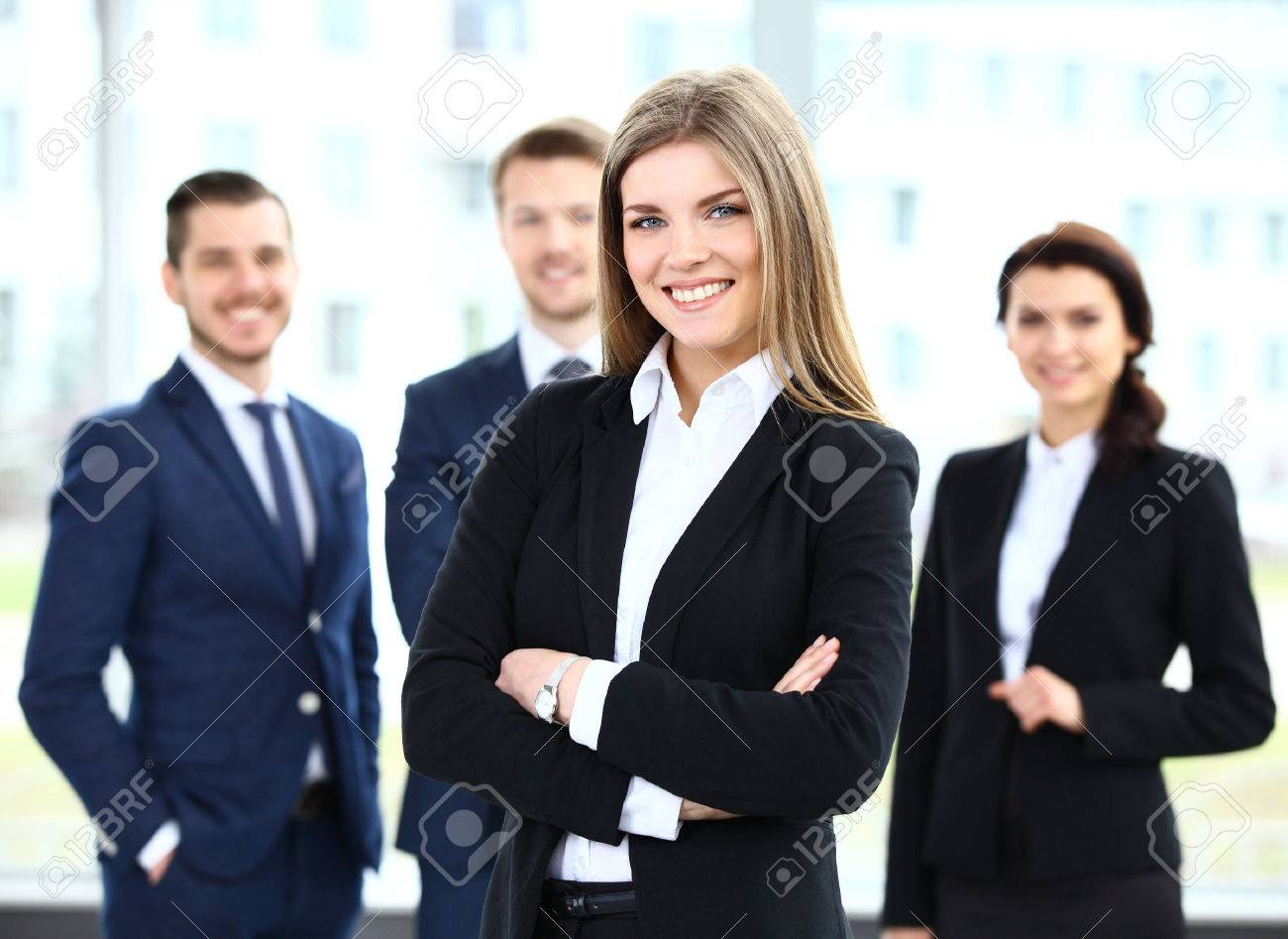 Face of beautiful woman on the background of business people - 40001858