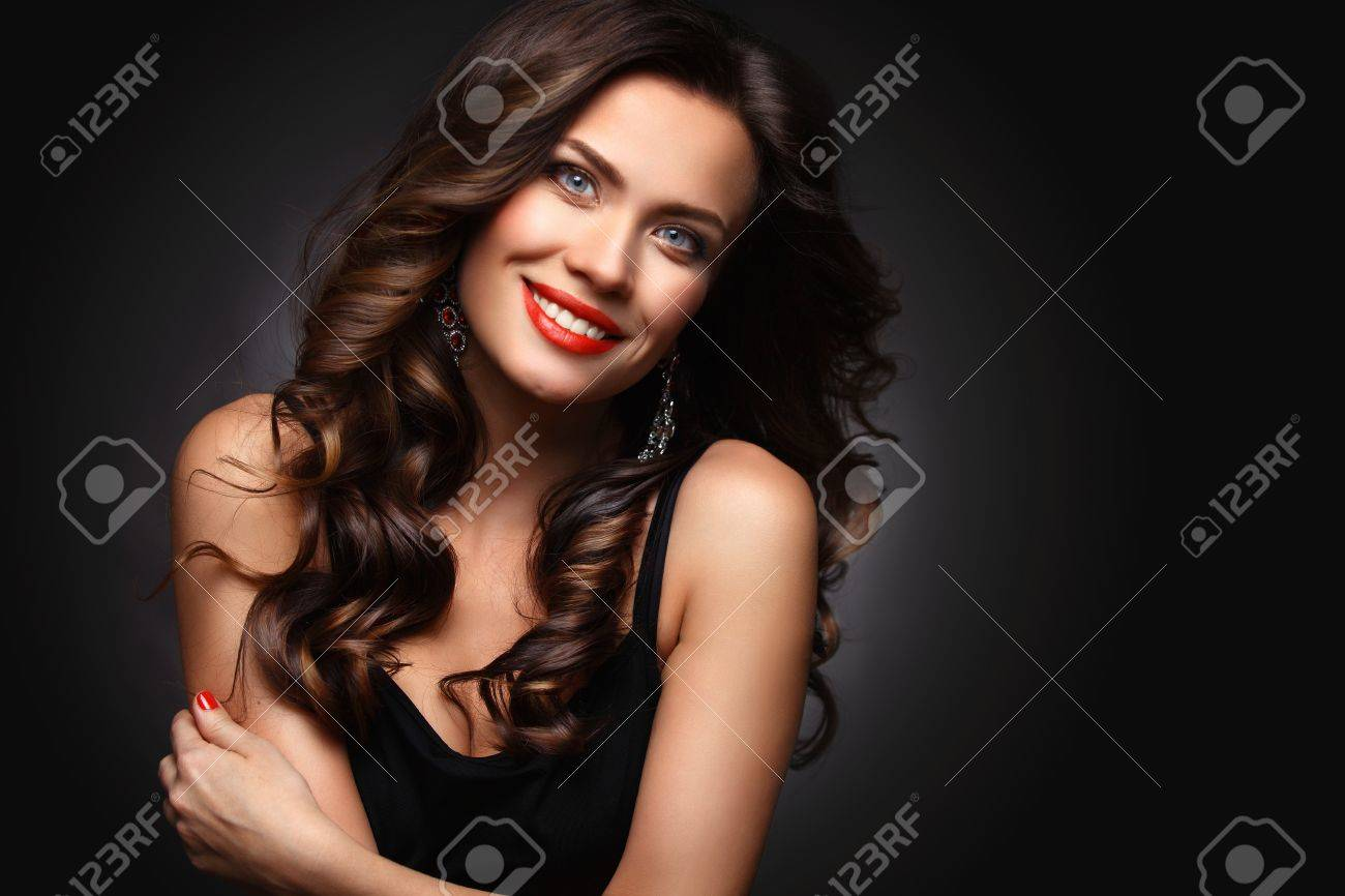 Beauty Model Woman with Long Brown Wavy Hair - 53536235