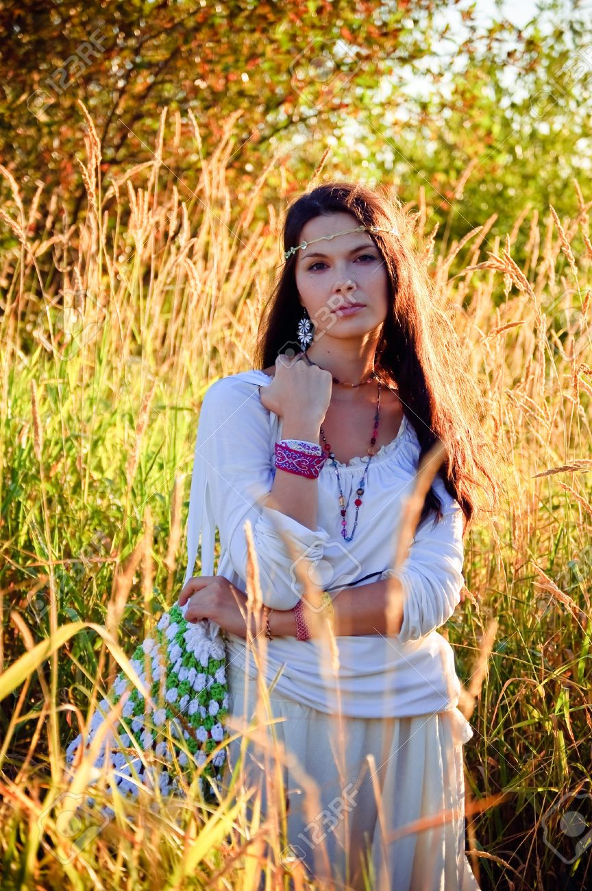 Beautiful hippie girl in the tall grass Stock Photo - 9995387