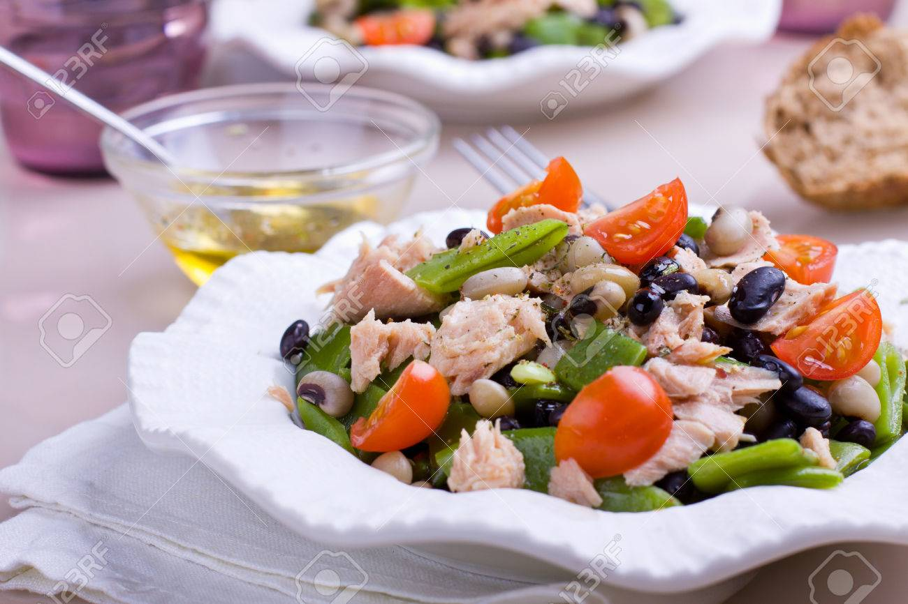 Tuna salad with green, black and white beans garnished with fresh cherry tomatoes - 37385945