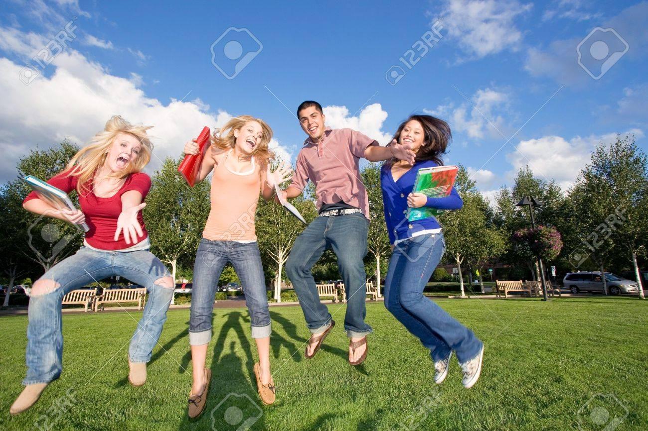 Трое девушек и парень фото фото 146-423