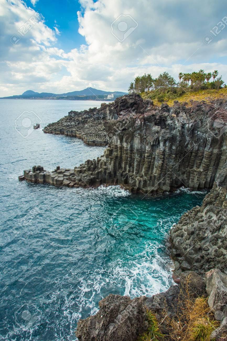 L'île de Jeju en bord de mer Jusangjeollidae, Corée du Sud Banque d'images - 27711178