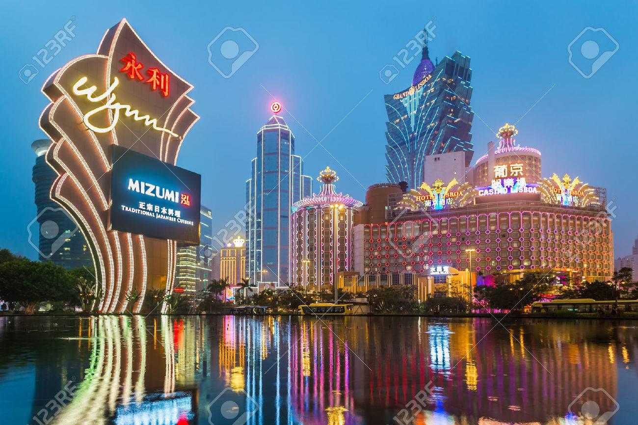 Macau, Chine - 28 janvier bâtiments de casino de Macao Galaxy le 28 Janvier 2013, Wynn Casino est l'emblème de la ville de Macao en Chine Banque d'images - 49376143