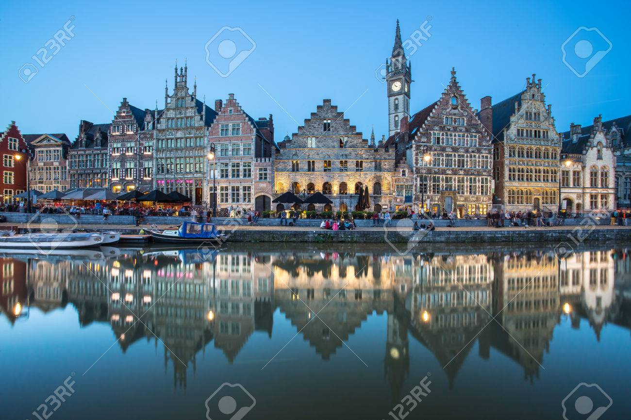 Travel Belgium medieval european city town background with canal  Ghent, Belgium Banque d'images - 28556230