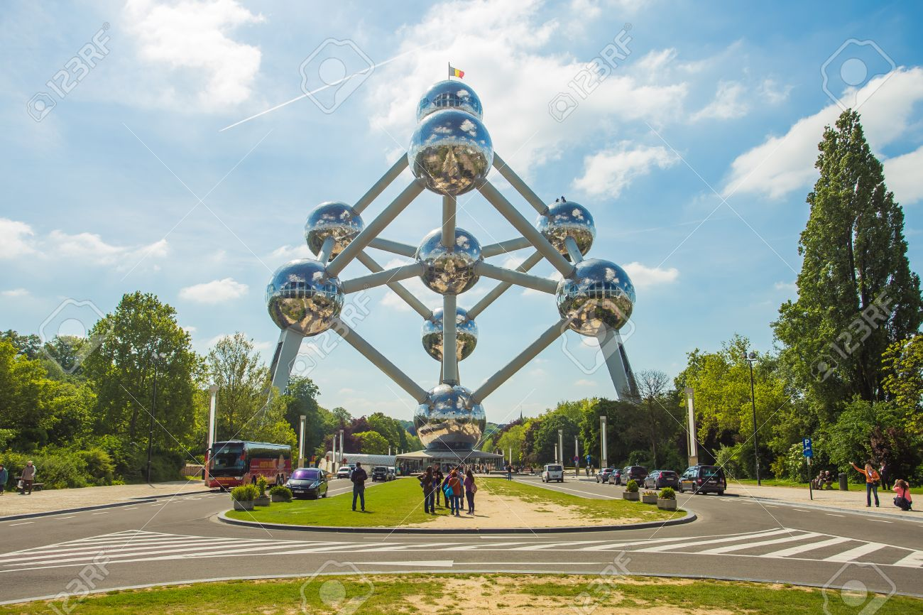 BRUSSELS, BELGIUM - MAY 16 : Atomium facade on May 16, 2014 in Brussels. Atomium is a 102 meter tall building, originally constructed for Expo '58. Banque d'images - 30777551