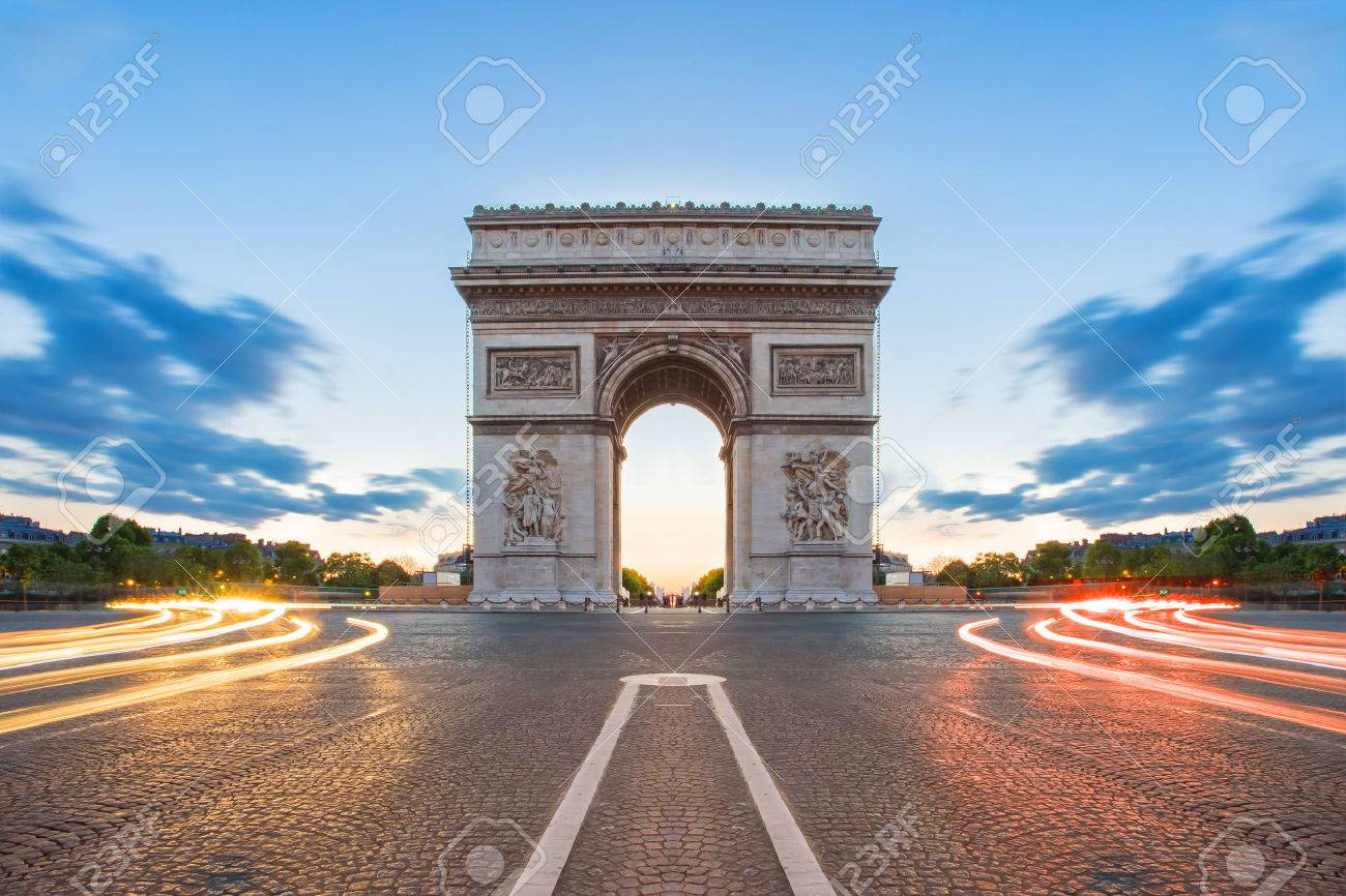 Arc de Triomphe in Paris, France. Banque d'images - 44349412