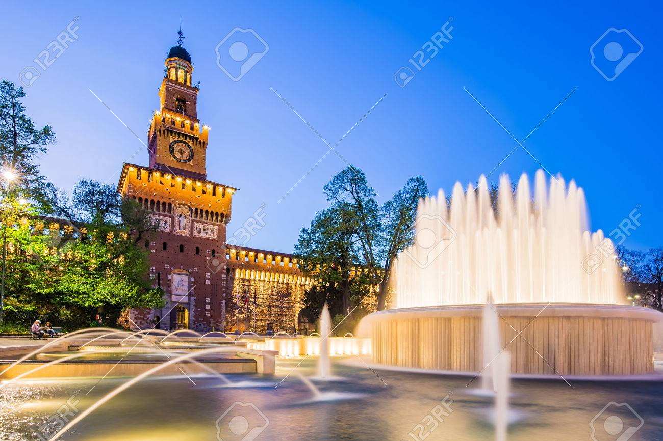 Milan, Italy - April 14, 2015 : The Sforza Castle is a castle in Milan, northern Italy. It was built in the 15th century by Francesco Sforza, Duke of Milan, on the remains of a 14th-century fortification. Banque d'images - 44780263