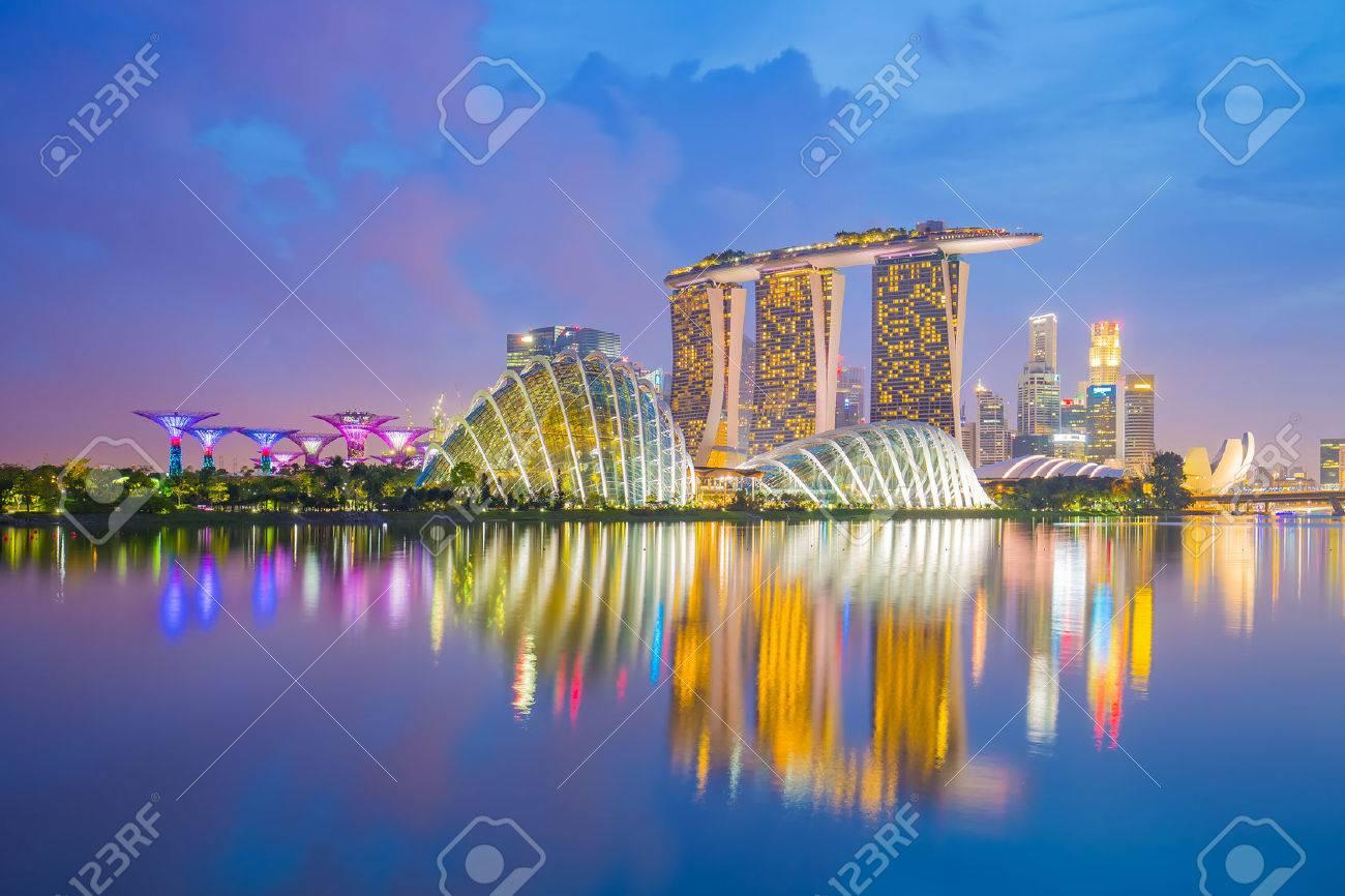 Singapore cityscapes at twilight. Banque d'images - 44780273