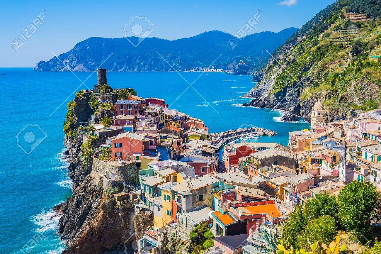Lanscape of Vernazza in Cinque Terre, Italy. Banque d'images - 46753586