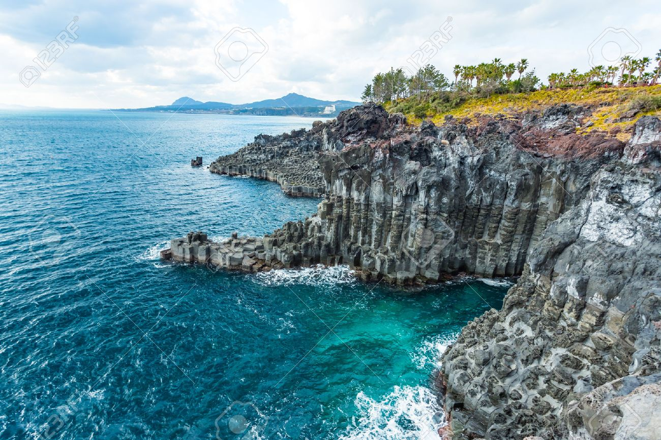Jungmun Daepo Coast Jusangjeolli Cliff in Jeju island, South Korea. Banque d'images - 46754113