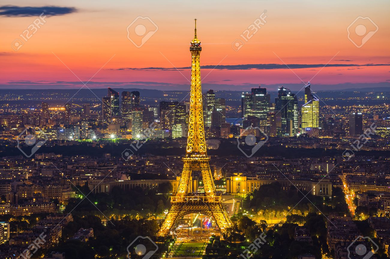 Paris, France - May 14, 2014: Panorama view of the Eiffel Tower at night. It was named after the engineer Alexandre Gustave Eiffel. Banque d'images - 47085077